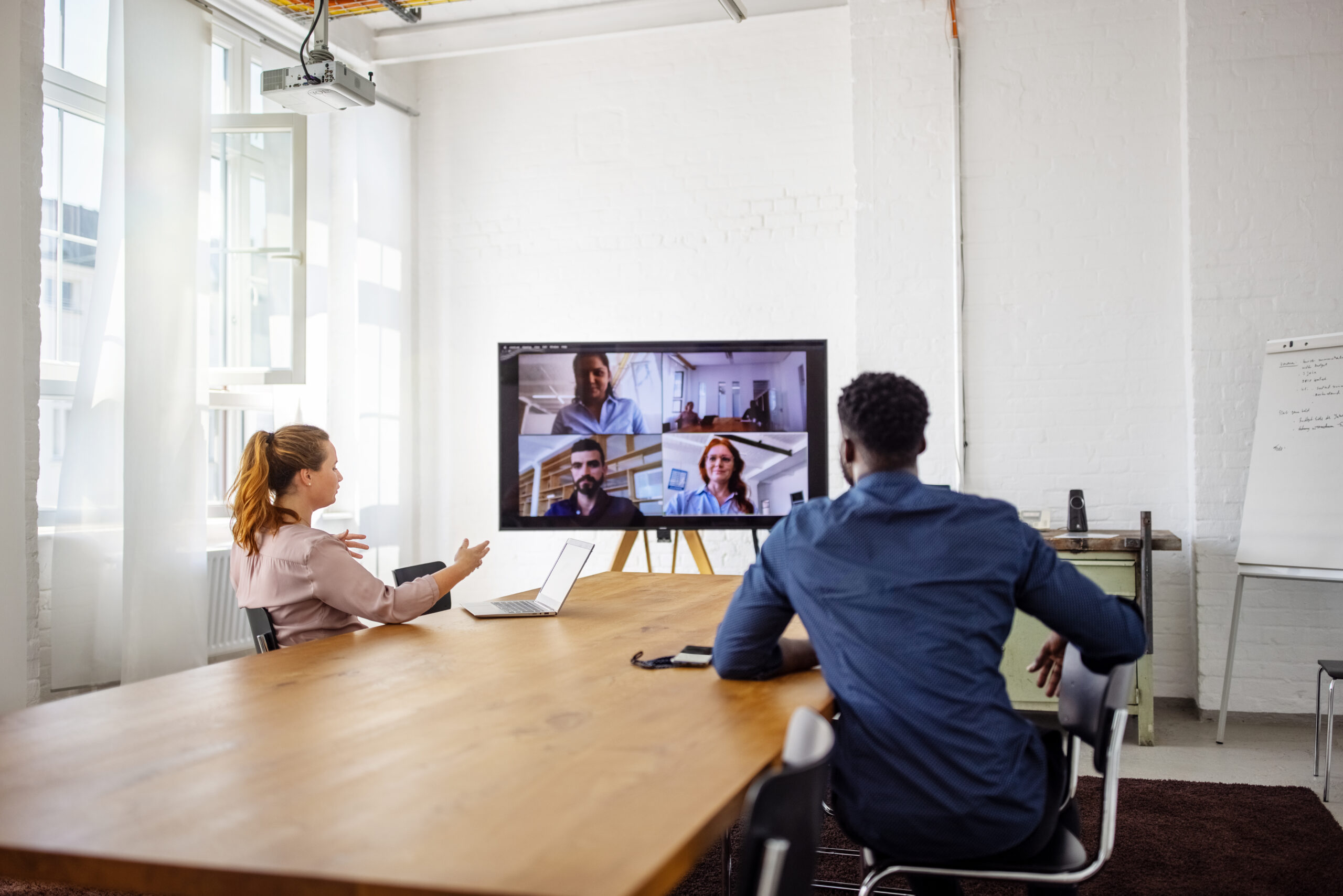 How to hold hybrid meetings
